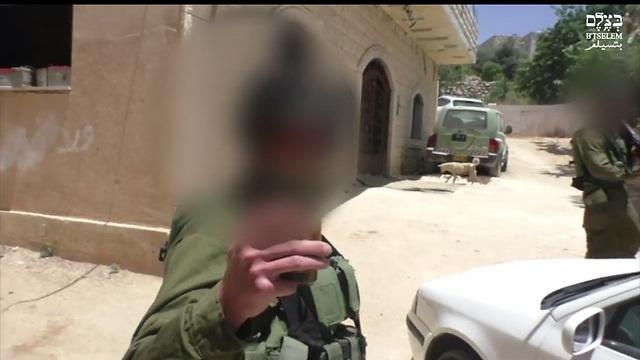 """העונש יוכפל אם כוונת המסריט היא לפגוע במדינה. חייל שתועד ע""""י """"בצלם"""" בחברון ()"""