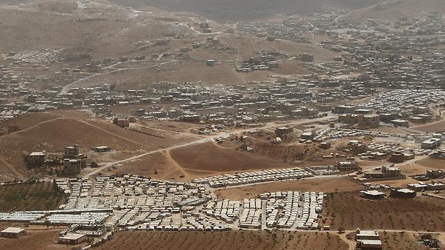 העיירה ומחנה הפליטים, במבט מלמעלה (צילום: רויטרס)