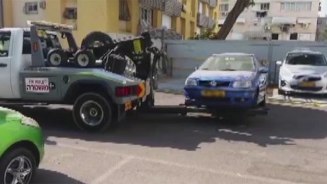 """רכב שנגרר. המשטרה: """"מאות נהגים לקחו את החוק לידיים"""""""