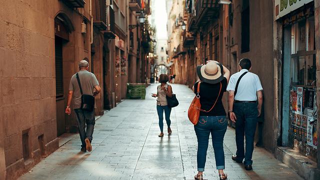 חוזרים לשגרה עם תקווה לשינוי: הרובע הגותי בברצלונה (צילום: shutterstock)