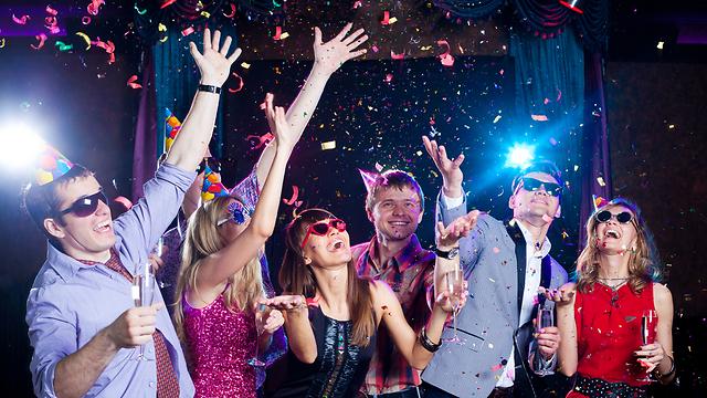 """""""אני אוהבת כל מה שקשור במסיבות מינוס הרעש והצפיפות"""" (צילום: Shutterstock)"""