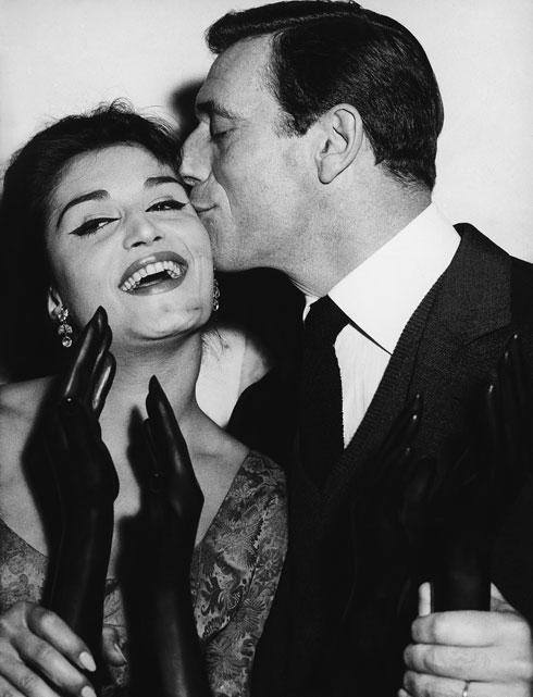 דלידה עם איב מונטאן, 1959 (צילום: AP)