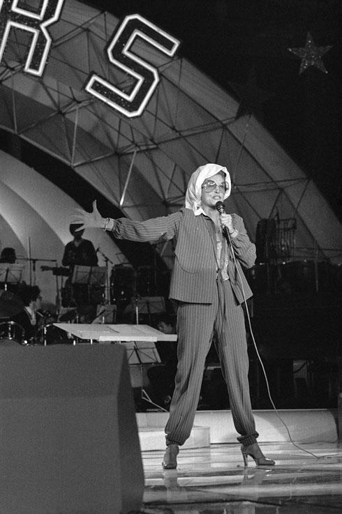 בהופעה בפריז, 1980 (צילום: AP)