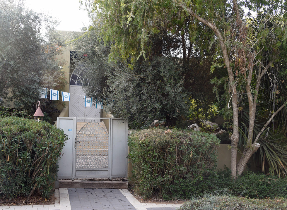 ביתו השכור של גנור בקיסריה, לא רחוק מבית רה''מ. השבוע פורסם שהוא עוזב את הבית (צילום: יאיר שגיא)