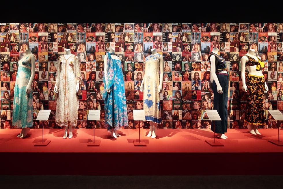 תערוכה מרהיבה מציגה את האופן בו השתנתה המלתחה שלה לאורך הקריירה (צילום: Paris Musées Photos Benoit Fougeirol)