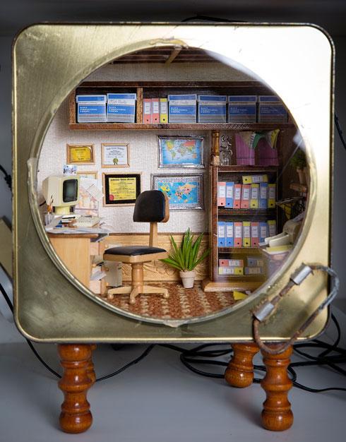 משרד בתוך פח שימורים (צילום: ענבל מרמרי)