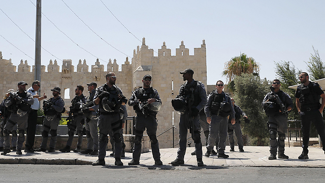 Security forces at the Temple Mount (Photo: AFP)