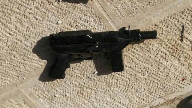 רובה קרל גוסטב, אחד מהשניים שנמצאו על גופות המחבלים בהר הבית  ()