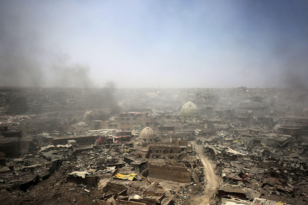 Mosul, Iraq. As the clouds of smoke fade away and the Iraqi army's victory celebrations end, the Iraqi people are forced to deal with a reality of an ethnically and economically torn society (Photo: AFP)