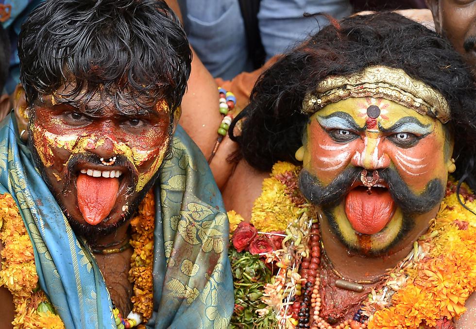 הינדים בפסטיבל הדתי בונאלו בסקונדראבאד, הודו (צילום: AFP)