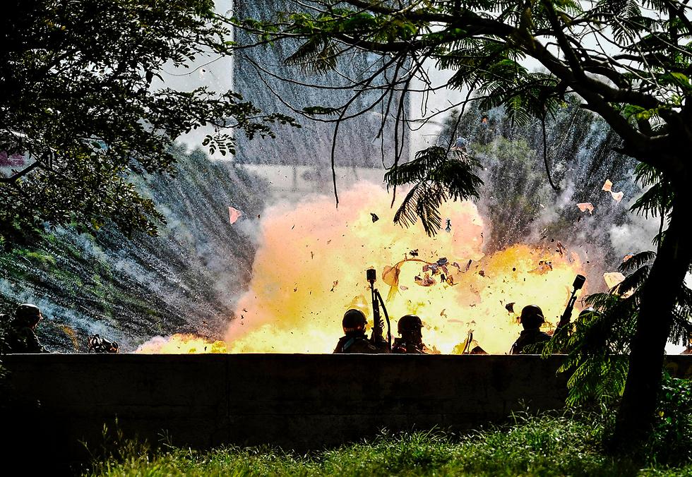 הפגנות בקרקס, ונצואלה: פיצוץ ליד חברי המשמר הלאומי (צילום: AFP)