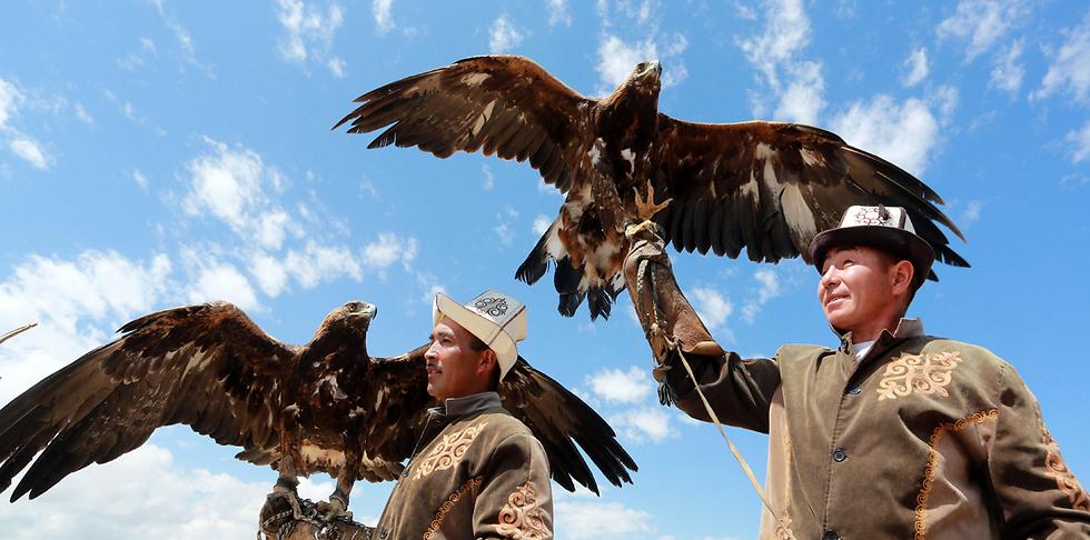 ציידי עיטים בפסטיבל בכפר טון בקירגיזסטן (צילום: EPA)