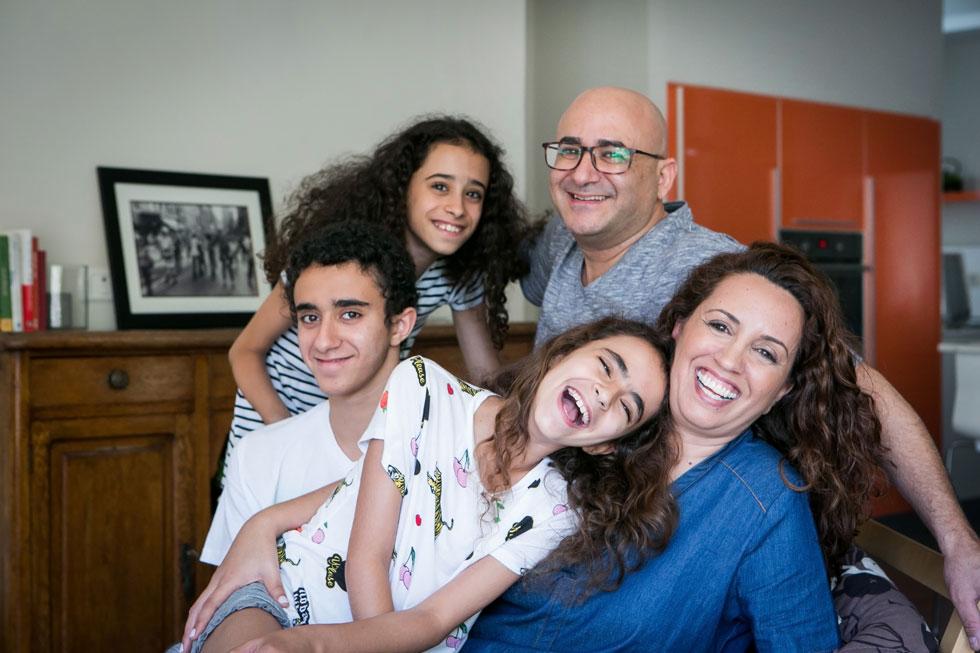 """""""בבית שבו גדלתי המשפחה והילדים היו ערך עליון. כך אני גם עם ערן ועם ילדיי. המשפחה שבנינו היא העוגן והבסיס"""" (צילום: שירן כרמל)"""