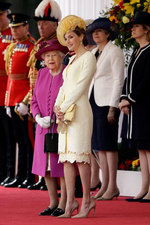פונטש בננה: מלכת ספרד ומלכת אנגליה במפגש צבעוני (צילום: Gettyimages)