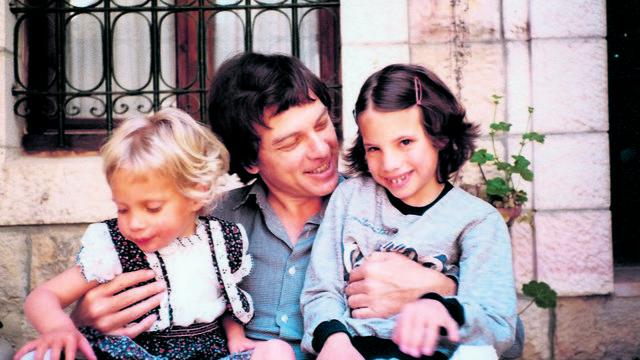 שיץ עם בנותיו דניאלה ואביגיל. 1984
