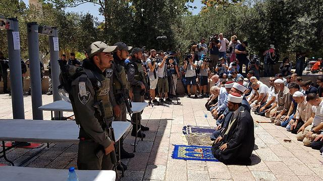 Waqf heads hold protest prayer outside Temple Mount entrance (Photo: Elior Levy)