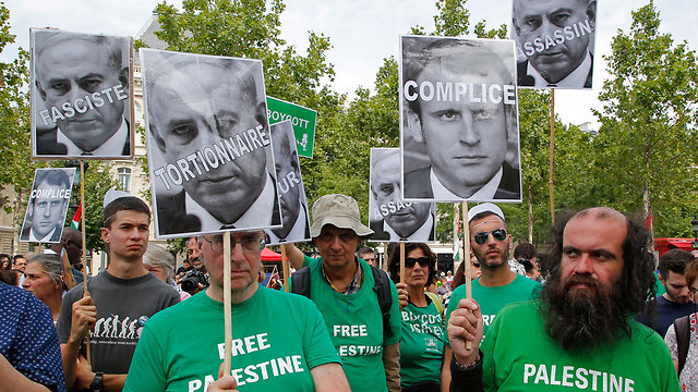 Protests against Netanyahu in Paris (Photo: AP)