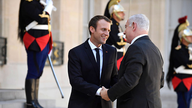 Macron welcomes Netanyahu as he arrives in Paris (Photo: EPA)