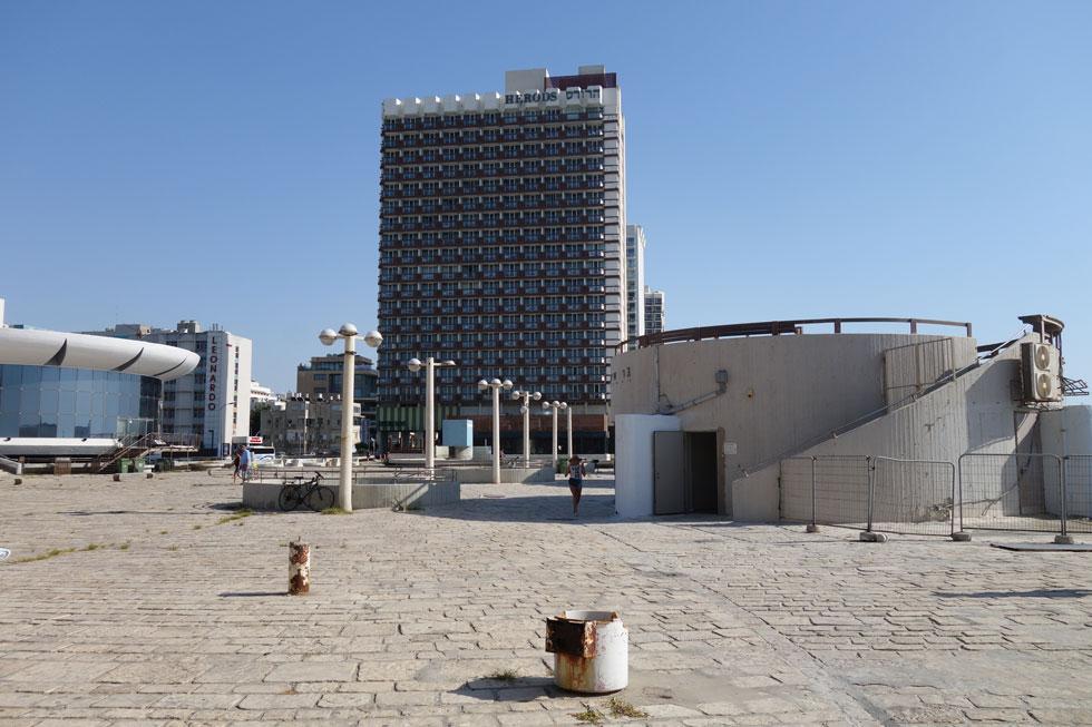 כיכר אתרים. כאן מתוכננים לקום ארבעה מגדלים בני 40 קומות וקניון חדש (צילום: מיכאל יעקובסון)