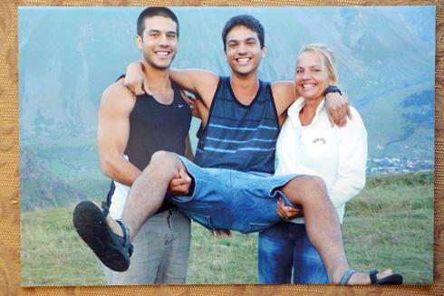 עם הבנים איתי ודניאל (משמאל) (צילום: אלבום פרטי)