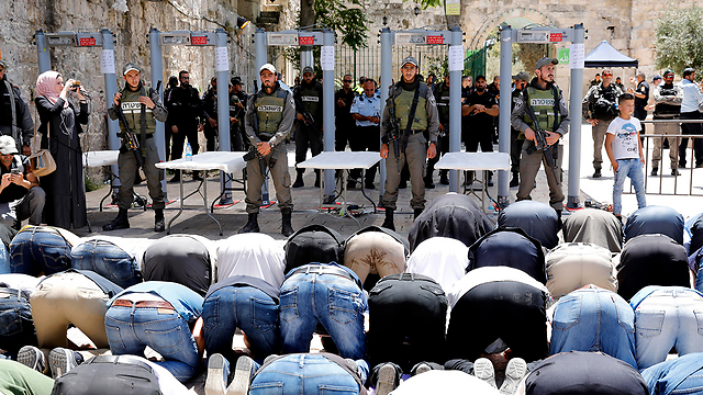 Muslim worshippers protest before the magnometer gates set up outside the entrance the the Temple Mount (Photo: EPA)