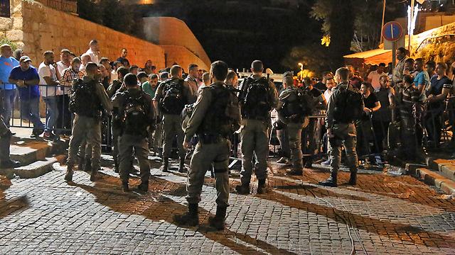 """שוטרי מג""""ב מאבטחים את המתחם (צילום: עפר מאיר)"""