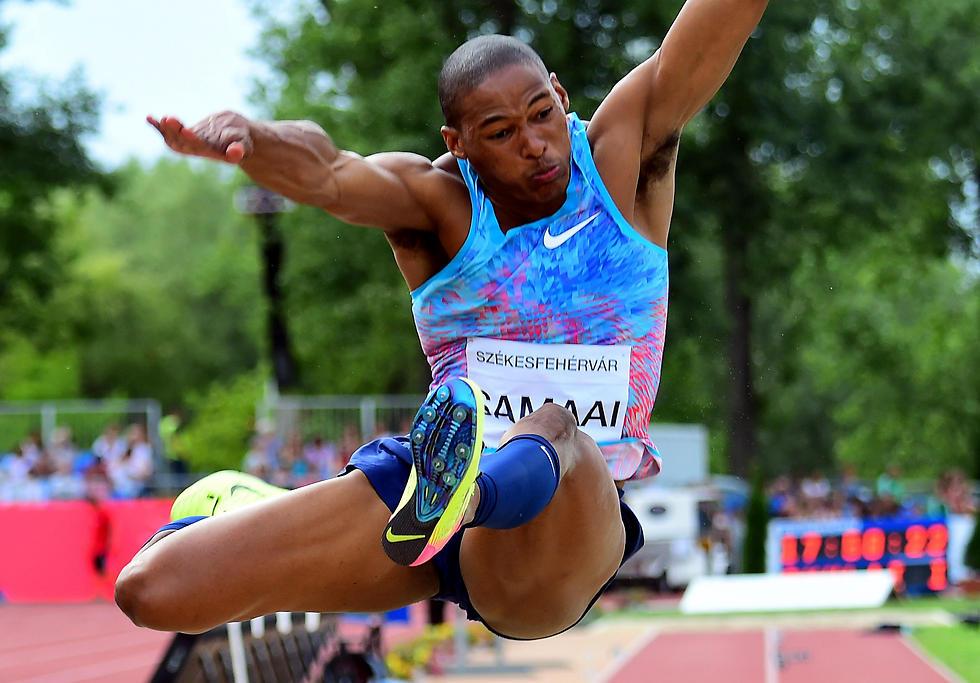 תחרות מרתקת. סמאיי עם הקפיצה המנצחת (צילום: AFP)