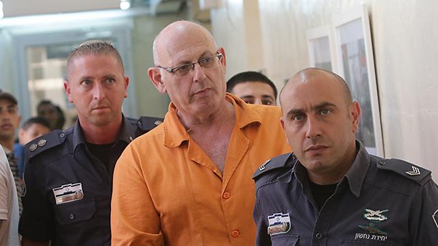 שמעון קופר בבית משפט השלום בירושלים, היום (צילום: אלכס קולומויסקי)