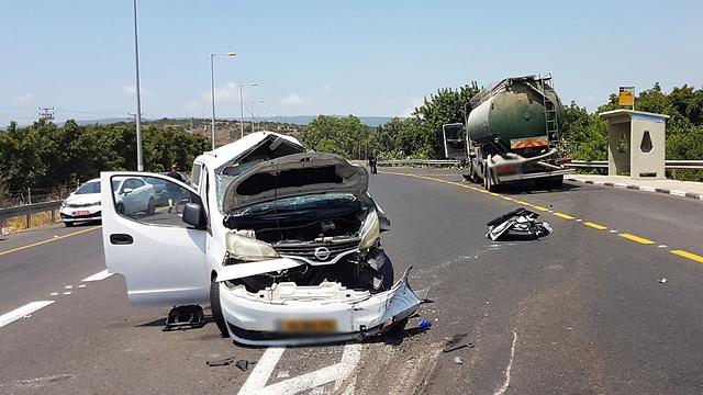 זירת התאונה בגליל המערבי (צילום: גיל נחושתן)