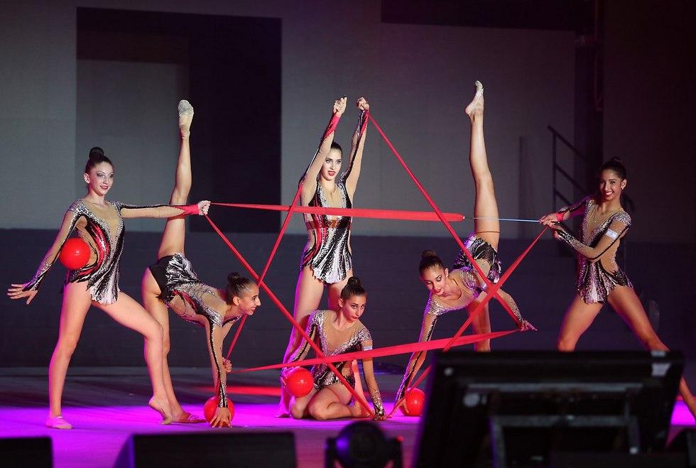 נבחרת ההתעמלות האמנותית (צילום: אורן אהרוני)
