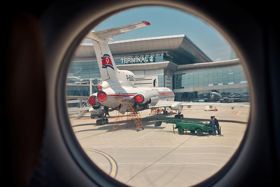 בשדה התעופה בפיונגיאנג (צילום: Arthur Mebius) (צילום: Arthur Mebius)