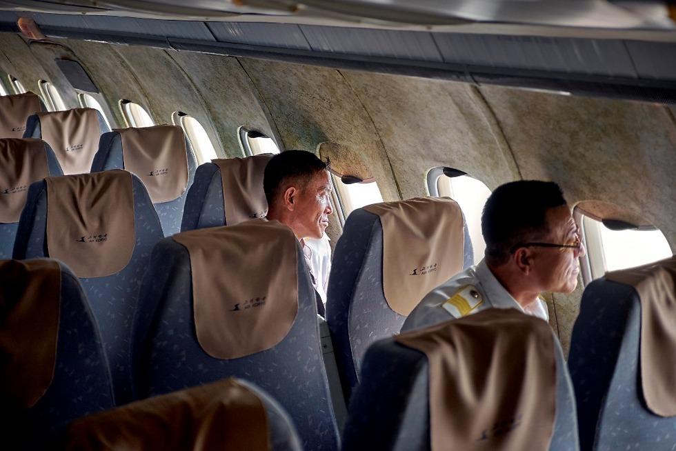 אנשי הצוות של החברה בתוך אחד המטוסים (צילום: Arthur Mebius) (צילום: Arthur Mebius)