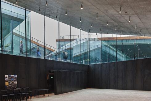 מוזיאון ''טירפיץ''. ארגון הגלריות מעורר אסוציאציה ברורה לפרויקט הישראלי הוותיק (צילום: Colin John Seymour, v2com)