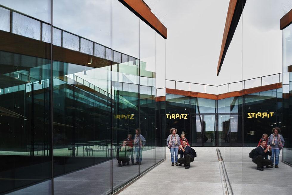 מוזיאון Tirpitz. מהפטיו המרכזי נכנסים לארבע הגלריות, שמאורגנות כארבעה מלבנים ניצבים זה לזה, ויכולות לתפקד באופן עצמאי (צילום: Colin John Seymour, v2com)