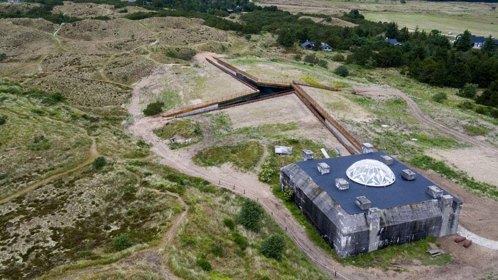 המוזיאון והבונקר הנטוש, שהקמתו לא הושלמה מעולם. הרעיון הוא למשוך לכאן כ-100 אלף מבקרים בשנה (צילום: Rasmus Hjortshoj, v2com)