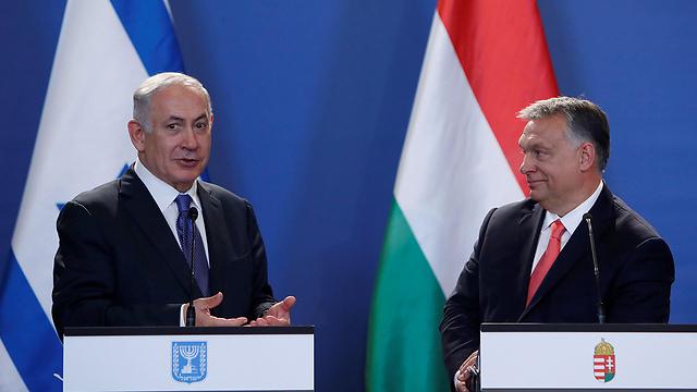 Hungarian PM Orban (R) with Netanyahu (Photo: Reuters)