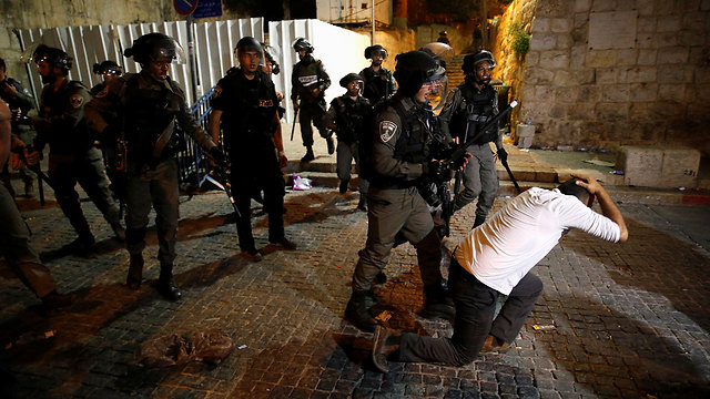 Police and rioters clash near Temple Mount (Photo: Reuters)