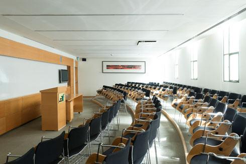 אחת מהכיתות שמאכלסות שתיים מהקומות העליונות בבניין  (צילום: גדעון לוין)