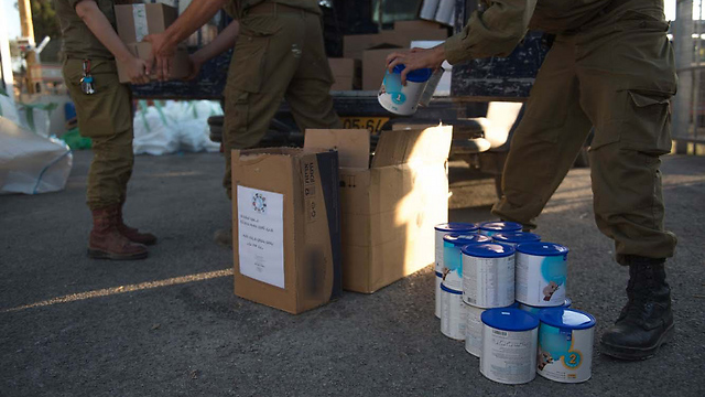 Baby formula for Syrian refugees (Photo: IDF Spokesperson's Unit)