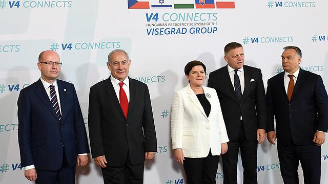 Netanyahu with the leaders of Hungary, Poland, the Czech Republic and Slovakia  (Photo: Haim Zach/GPO)