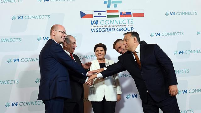 Netanyahu with the leaders of Hungary, Poland, the Czech Republic and Slovakia (Photo: Haim Tzah, GPO)