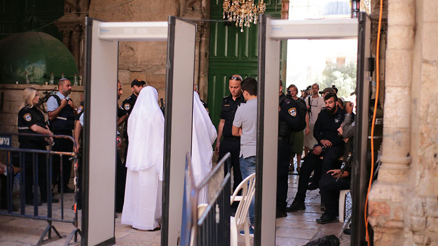 Metal detectors at the entrance to the Temple Mount (Photo: TPS)