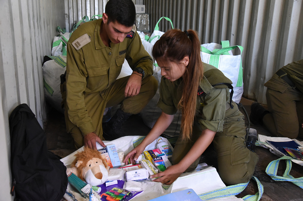 IDF soldiers putting together aid packages for Syrian refugees (Photo: Avihu Shapira)