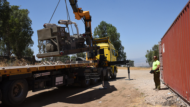 A generator tranferred to Syria (Photo: Avihu Shapira)