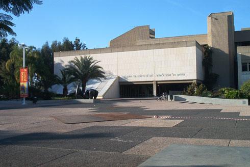 האגף הישן של מוזיאון ת''א, בתכנון דן איתן ויצחק ישר, זוכה פרס רכטר. ראש משרד BIG אף ביקר כאן לא מכבר (צילום: Itayba, cc)