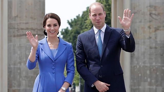 הורים לילד שלישי. הנסיך וויליאם וקייט מידלטון (צילום: AP) (צילום: AP)