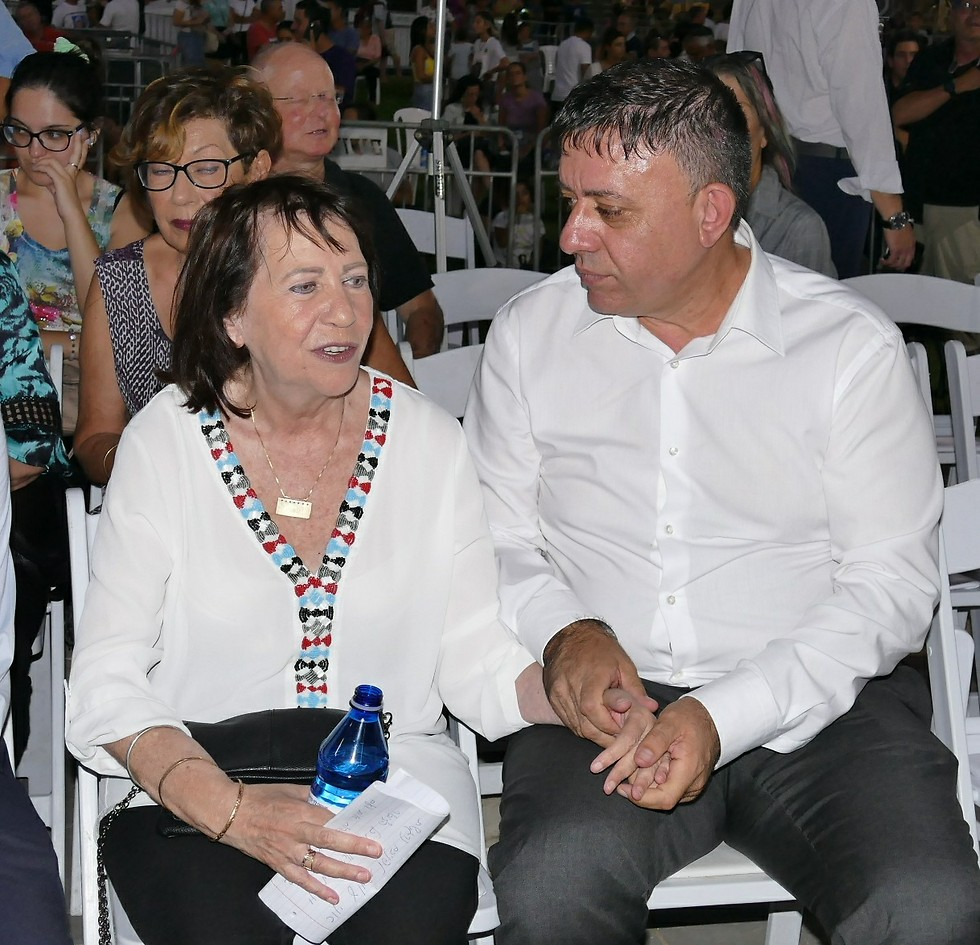 Zehava Shaul with Labor leader Avi Gabbay (Photo: Efi Shrir)