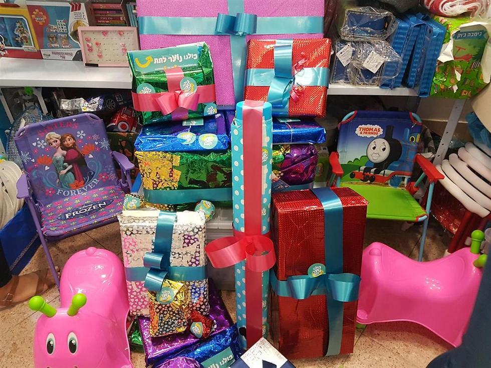כששמענו על המחסור במתנות בחדר, לא יכלנו להשאר אדישים  (צילום: נוער לתת)