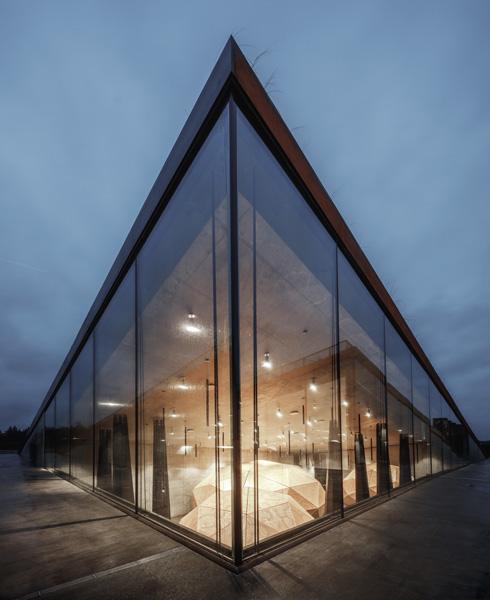 זכוכית ופלדה. אחת הגלריות (צילום: Rasmus Hjortshoj, Big)