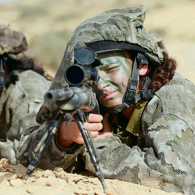 The 'border defense' army. A woman sniper in the Caracal unit (Photo: Gadi Kabalo)